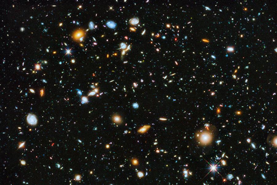 L'Hubble Ultra Deep Field.  Crediti: NASA, ESA, H. Teplitz and M. Rafelski (IPAC/Caltech), A. Koekemoer (STScI), R. Windhorst (Arizona State University), and Z. Levay (STScI)