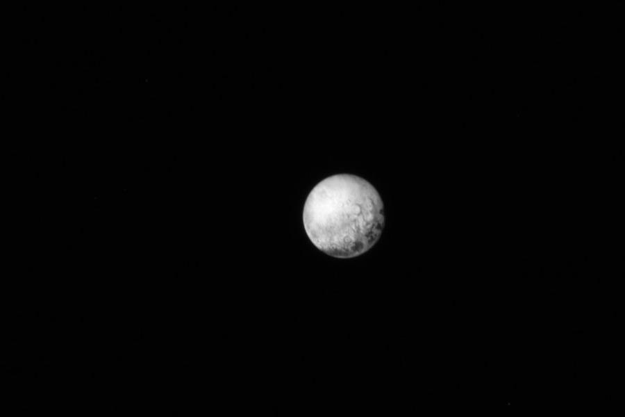 Plutone ripreso l'11 luglio dallo strumento LORRI montato a bordo della New Horizon.  Crediti: NASA/JHUAPL/SWRI