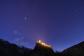 Giove e il castello di Graines al crepuscolo.