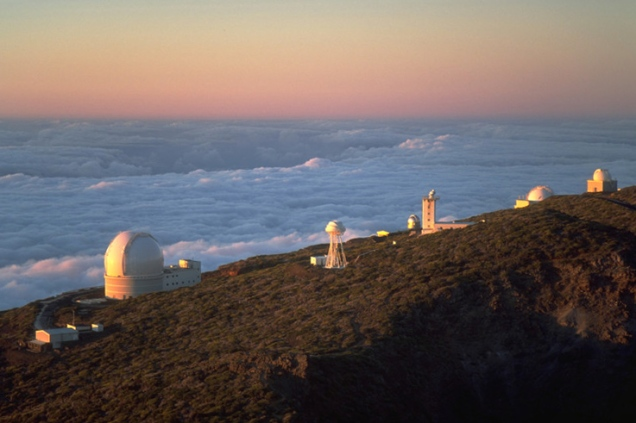 ing_telescopes_sunset_la_palma_july_2001