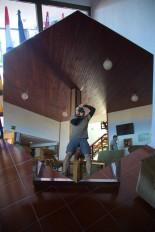 Un selfie riflesso nella copia di uno dei 36 segmenti esagonali del primario del GranTeCan (notare lo sforzo per riuscire a inquadrare l'intero specchio...)