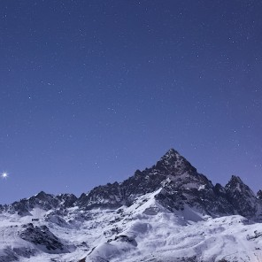 Monviso e Venere al chiaro di Luna.