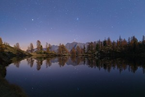 Riflesso stelle lago Martel al chiaro di Luna