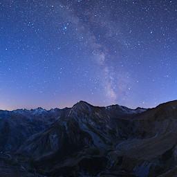 Saturno e il centro della Via Lattea sopra le cime del vallone di Bellino, dalla cima di rocca Senghi.