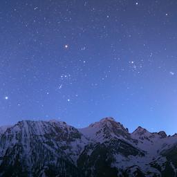 Le costellazioni invernali basse sulle cime del Vallone dell'arma (Valle Stura - Cuneo).