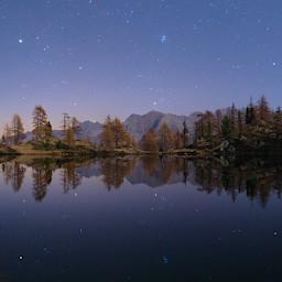 Auriga e Toro si specchiano nelle placide acque del lago Martel in valle Stura (Cuneo).