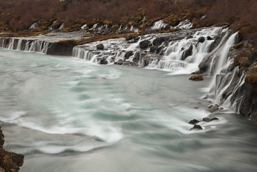 Le cascate di Hraunfossar.