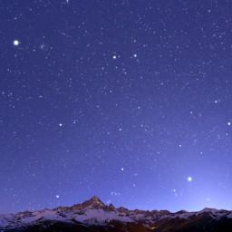 Orione, Toro, Venere e Giove tramontano dietro il Monviso.