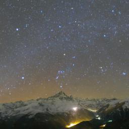 Panorama della valle Po con le costellazioni invernali sul Monviso e la cometa 46/P Wirtanen nel Toro.