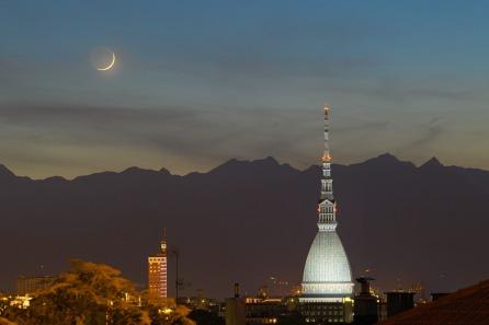 Luna crescente su Torino
