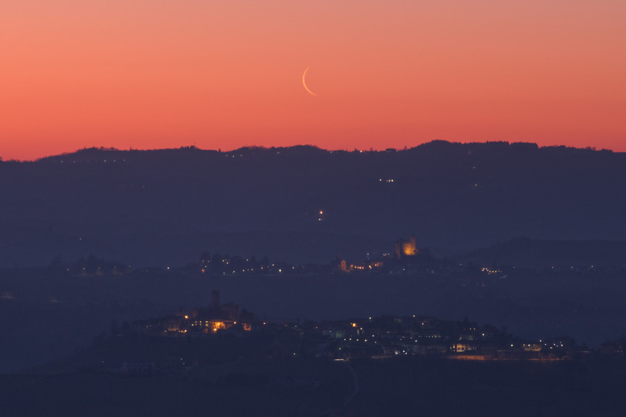 Luna calante sulle Langhe