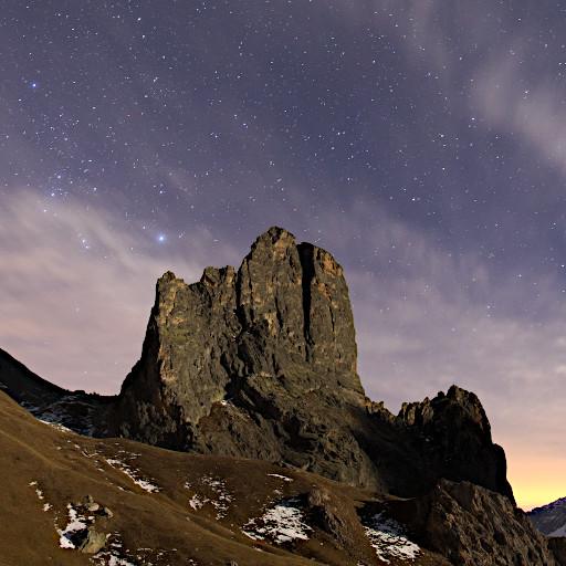 Orione sorge sopra cima Castello in val Maira.