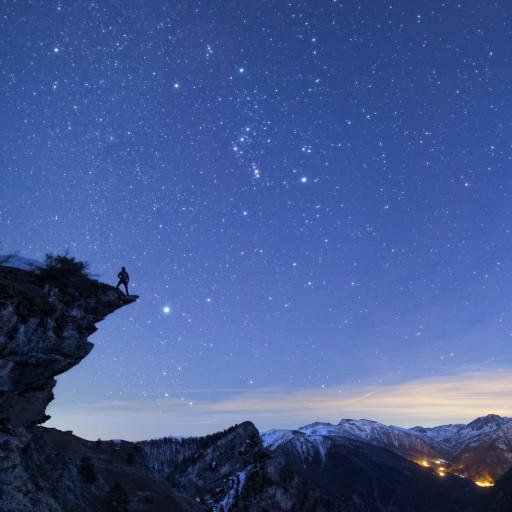 Orione sopra il Vallone di Elva (Val Maira) alle ultime luci del crepuscolo.