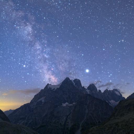 Giove, Saturno e il centro della Via Lattea sopra il Mont Pelvoux (Parc National des Écrins).