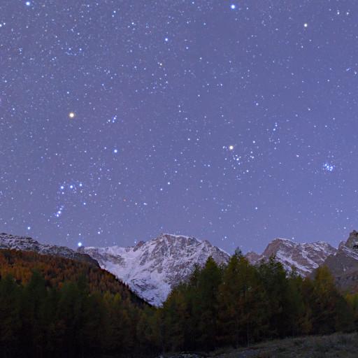 Toro e Orione sopra il Monte Rosa.