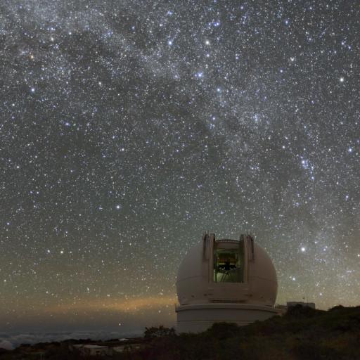 Via Lattea sopra il telescopio Herschel a Roque de Los Muchachos (Canarie).