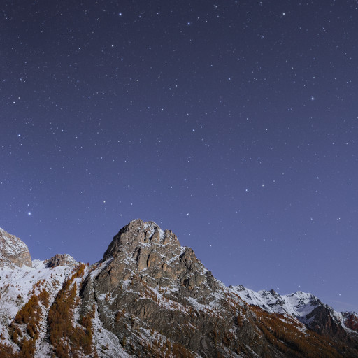 Rocca di Pratolungo al chiaro di Luna.