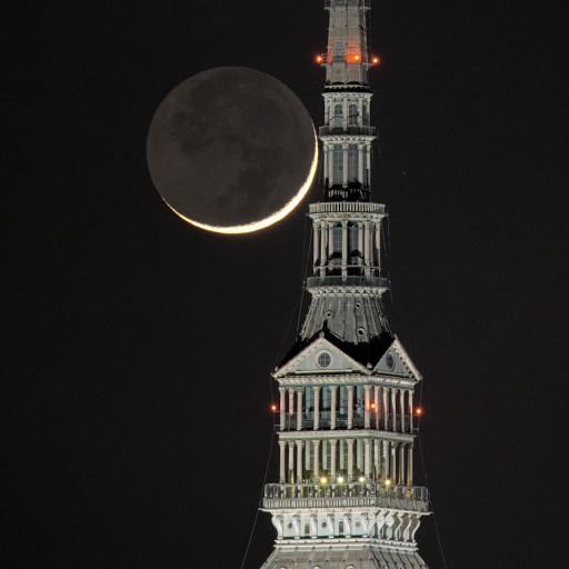 Falce di Luna crescente e Mole Antonelliana.